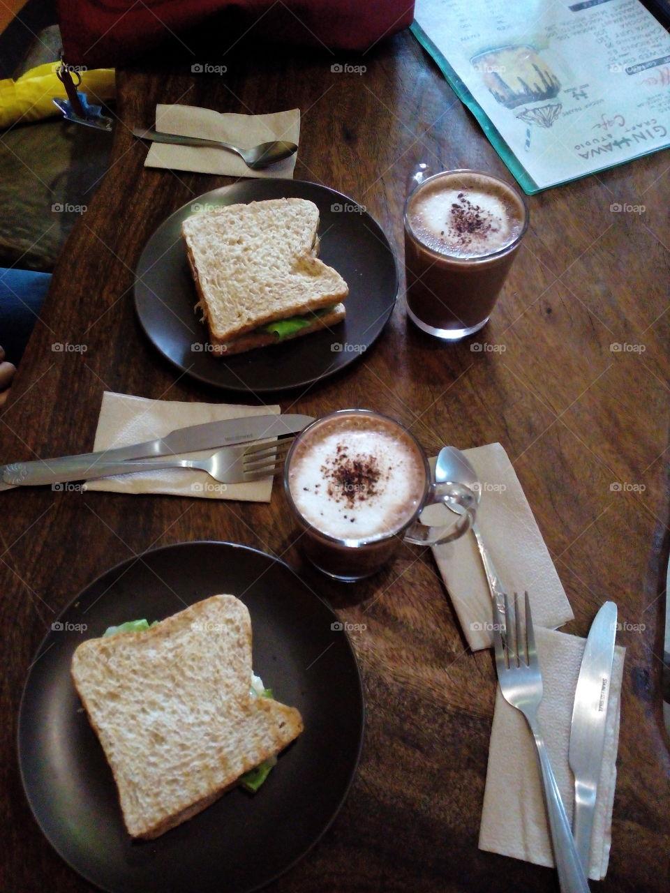 chicken sandwich w/hot chocolate