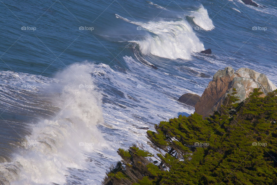 ROCK CLIFFS COSTAL BEACH IN SAN FRANCISCO