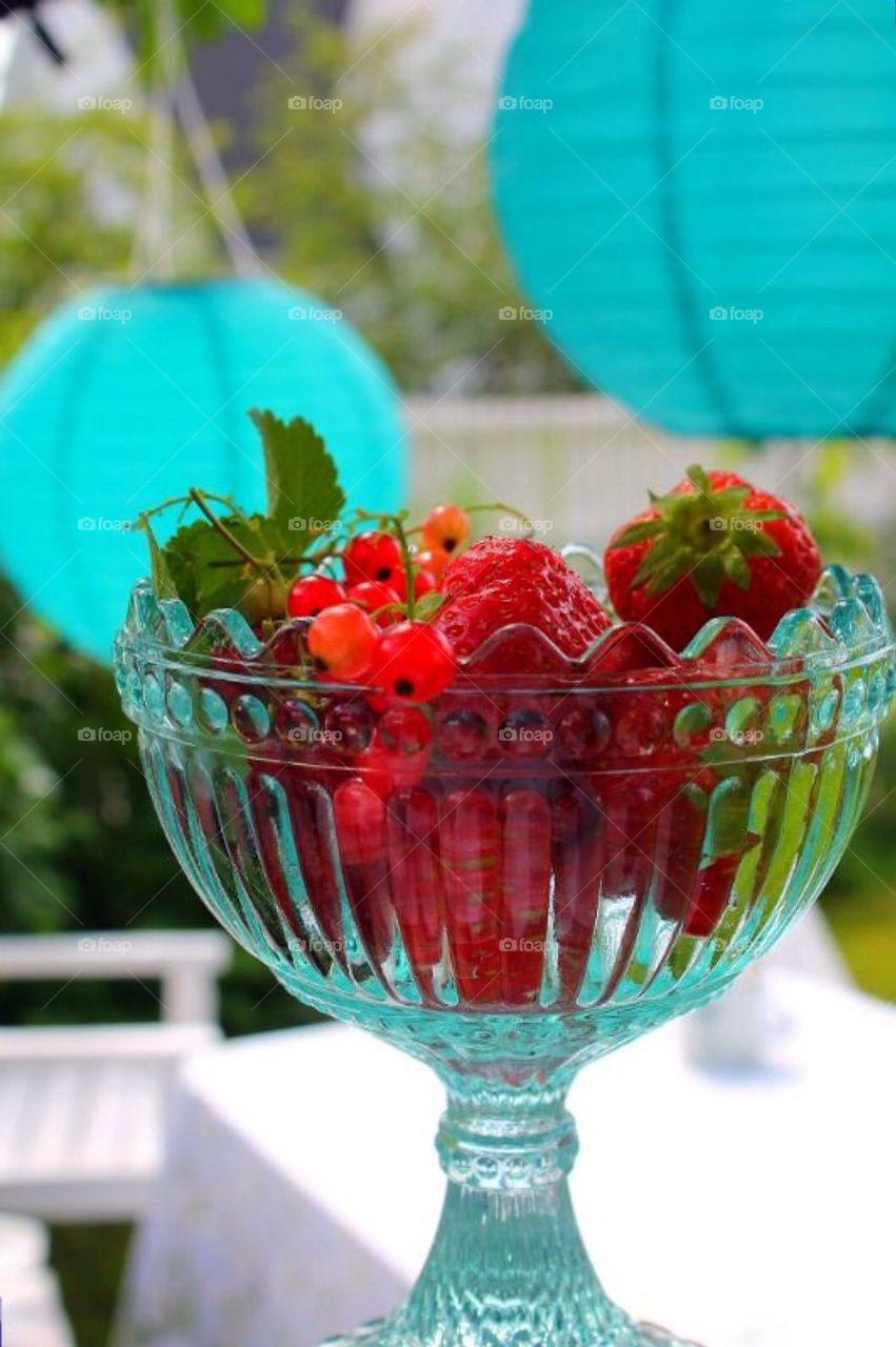 Red current and strawberries