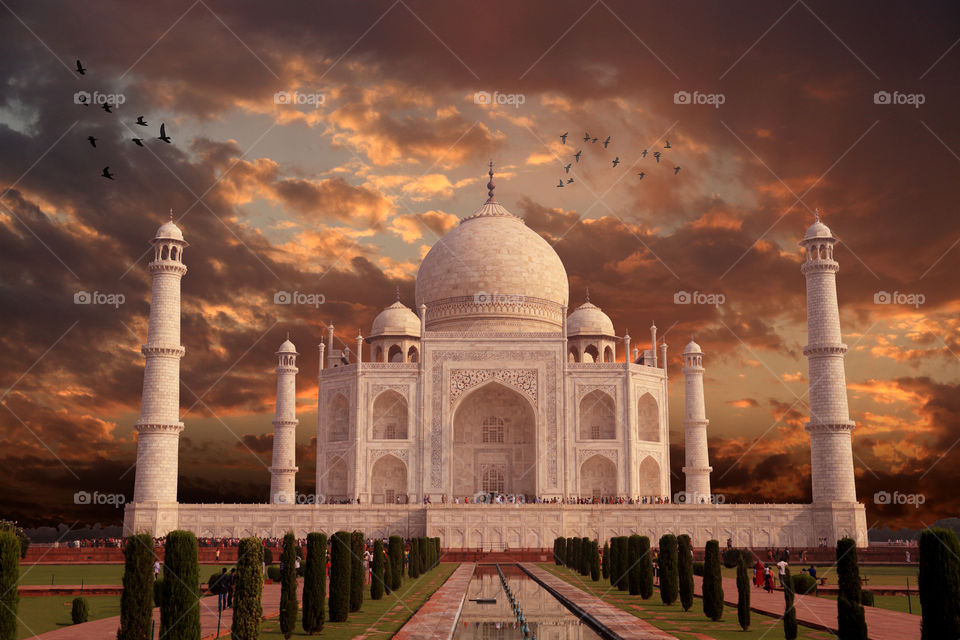 The beautiful Taj Mahal architecture - the symbol of love
