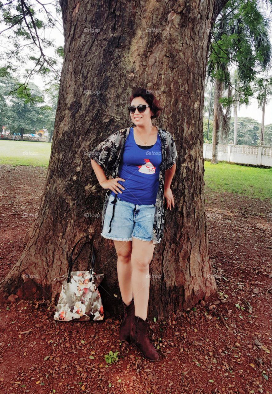 Me! Posturing for shoot. Green color leaf 🍃