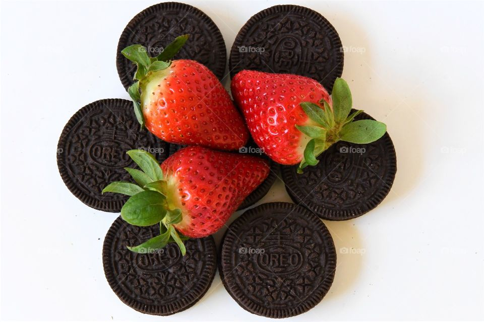 Oreo cookies with strawberries