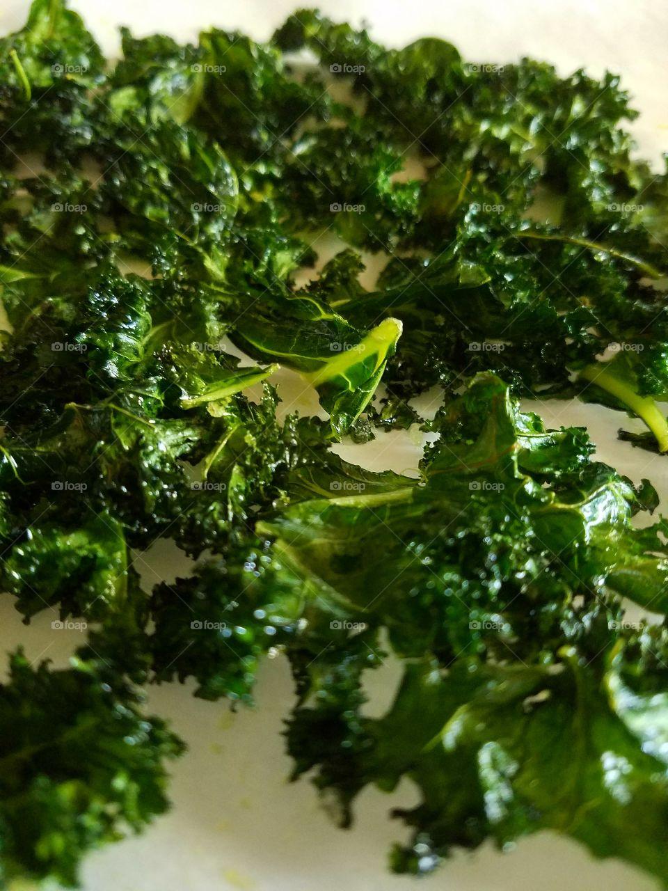 fresh baked kale crispy chips, healthy food.