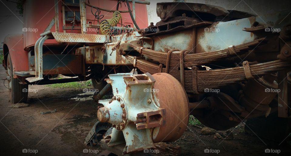 Old Truck - Caminhão Velho.