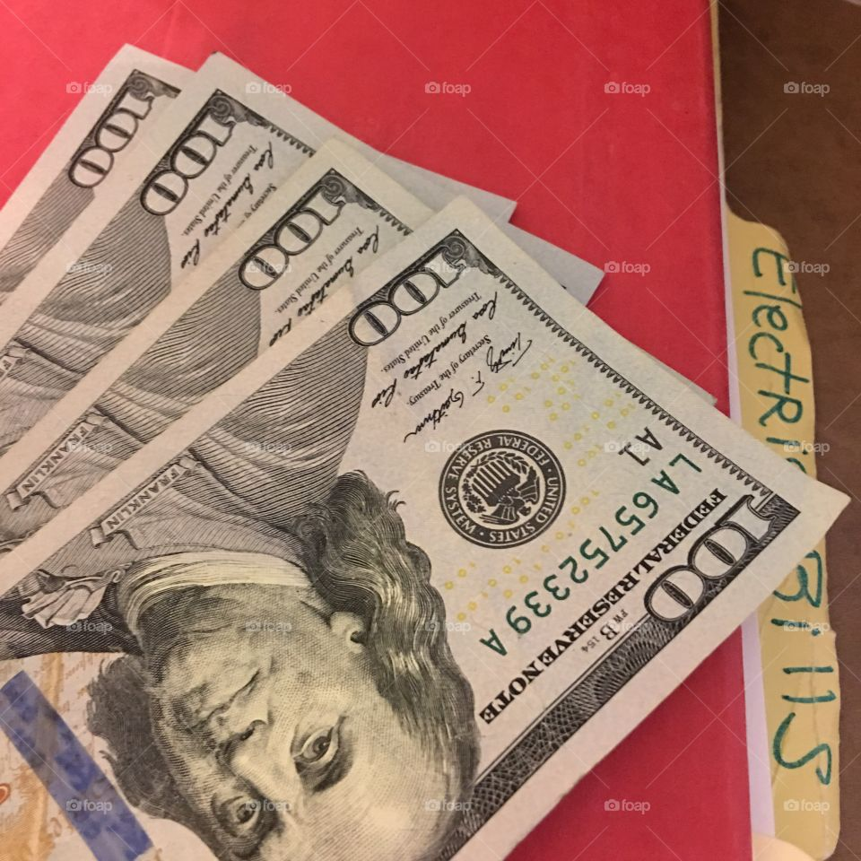 US 💴 Currency, $100 bills for deposit to use toward bills.