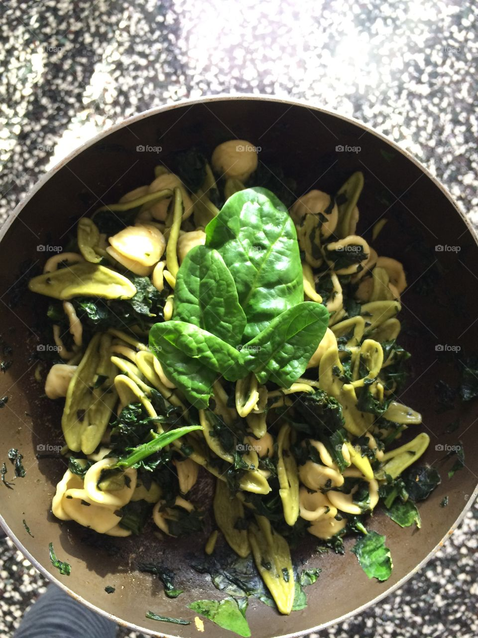Orecchiette saltate in padella con spinacini aglio olio e peperoncino
