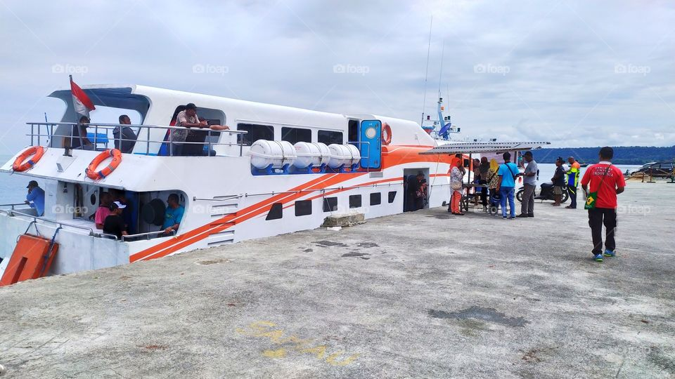 Fast boat is inter-island sea transportation which is often used to cross to other islands in Indonesia. I like to use it, because as the name suggests, only with 3 to 4 hours can get to an island that is quite far ..