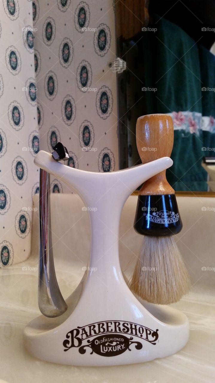 Porcelain Shaving Set Stand