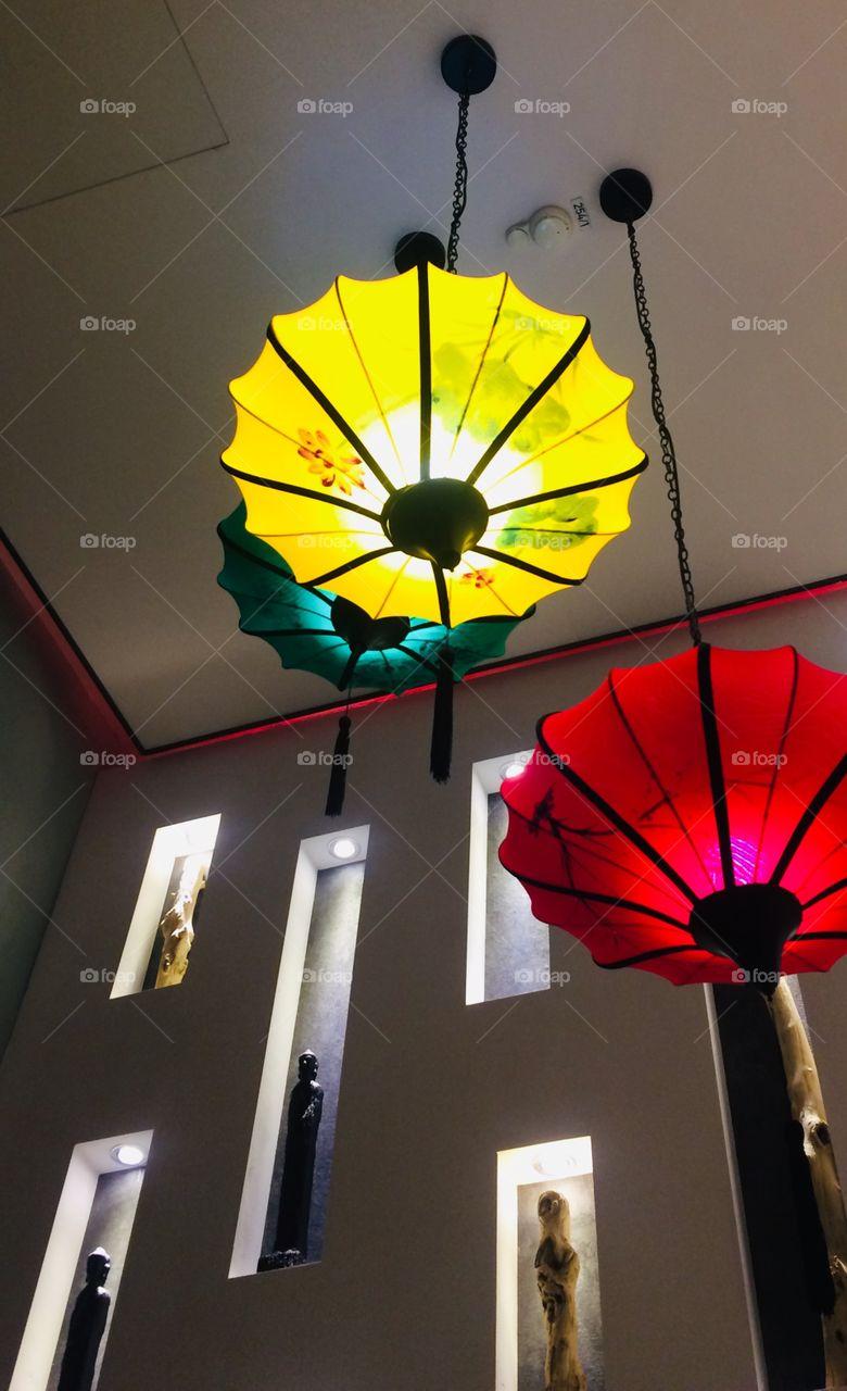 """""""BE A LIGHT IN THIS WORLD""""                                                                         Bunte Lampen - Lichter - gelb - grün - rot - Lights - modern - Design 🖤"""