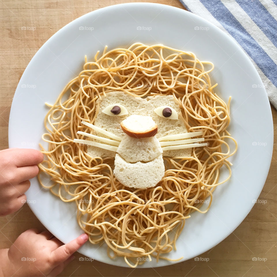 so here we have another food-art photo that this time shows a happy lion smilling trying to make us not to eat it!!