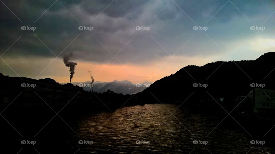 La creacion.  De un cielo contaminado alimentado por manos necias que solo tranquilizan sus propias mentes débiles para vivir en armonia unas cuantas vidas.