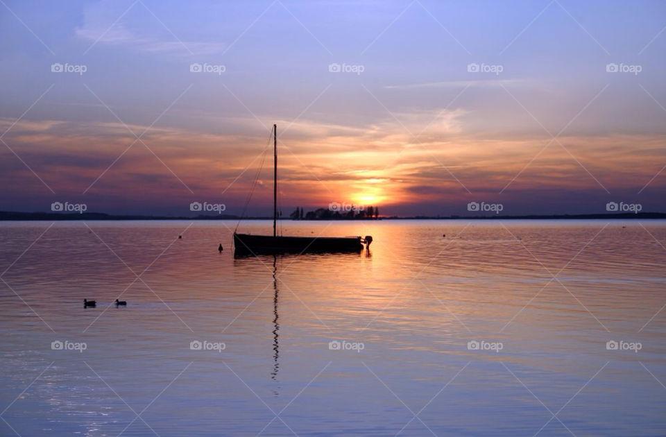 water boat dawn sonnenuntergang by dryair