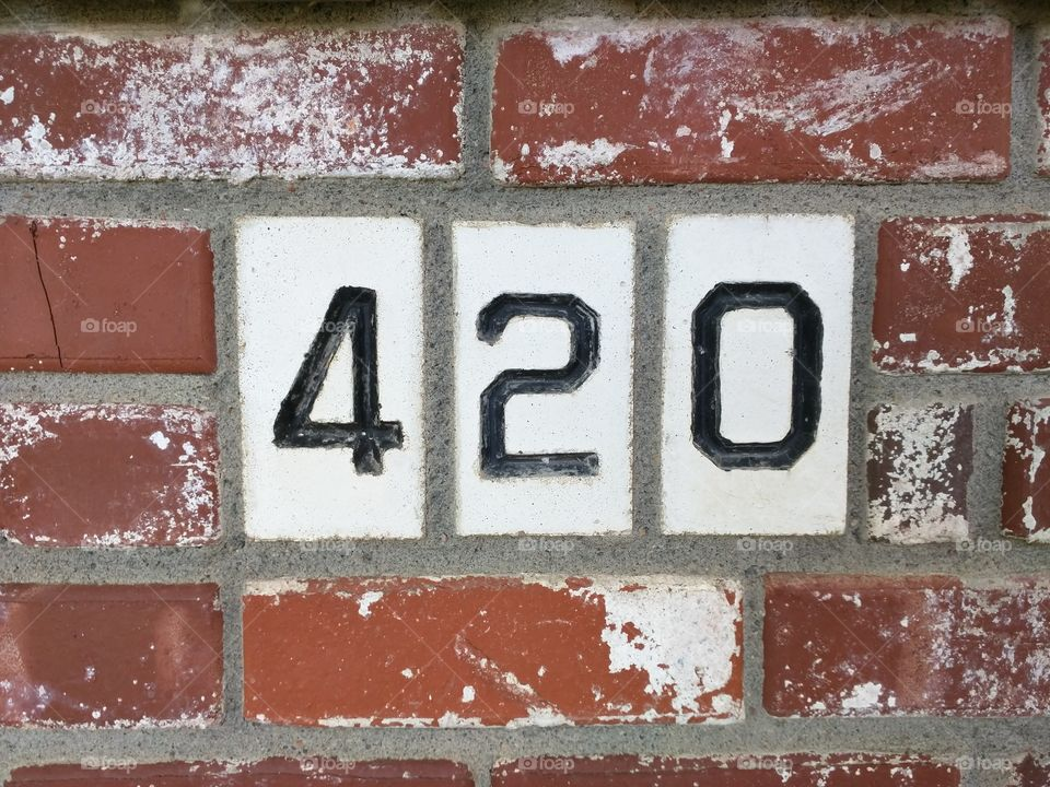 420 bricks. this is a bricklayer's story to tell. and it tells itself.