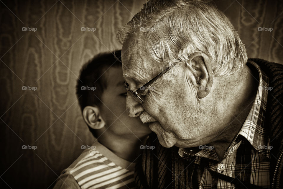 The secret keeper. Thitiwin whispering at his grand grand father