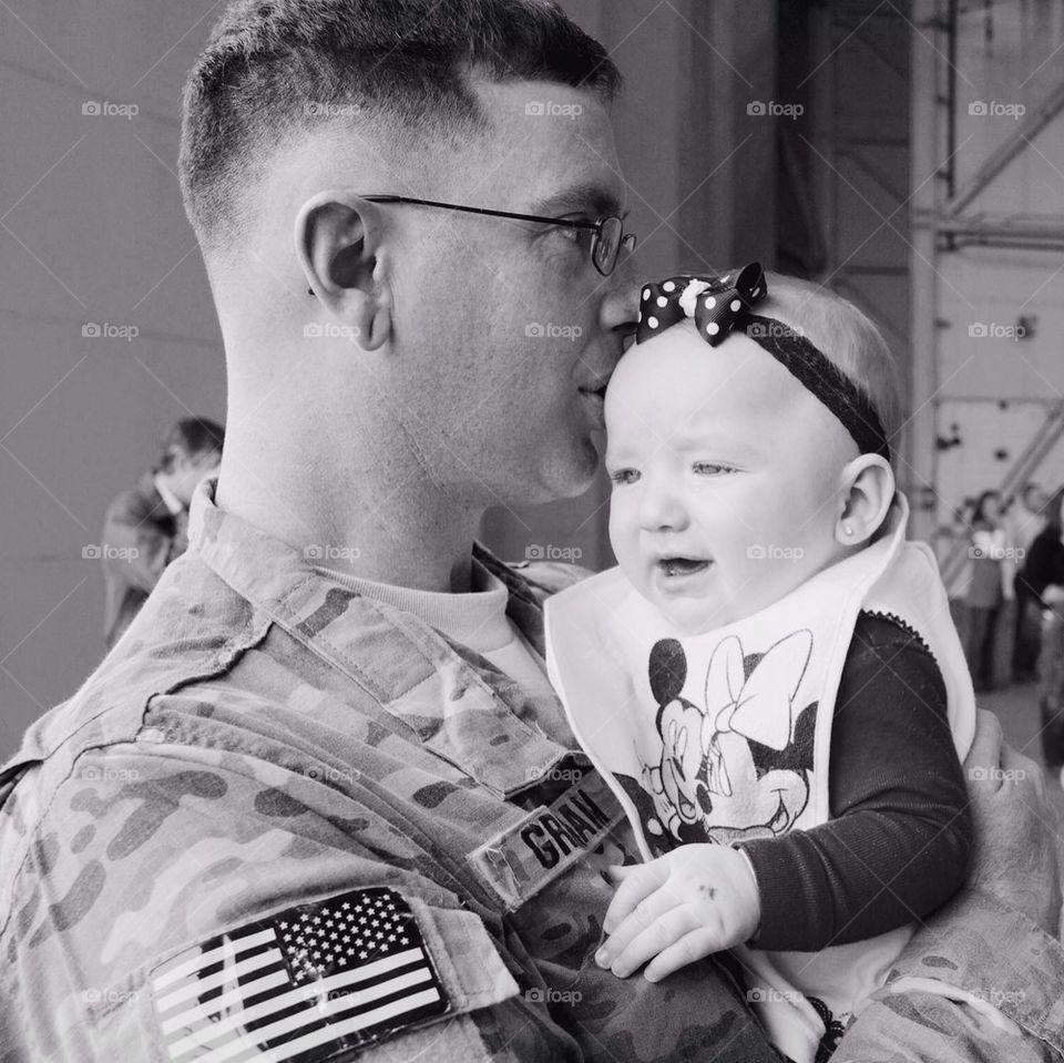 Daddy meets newborn daughter
