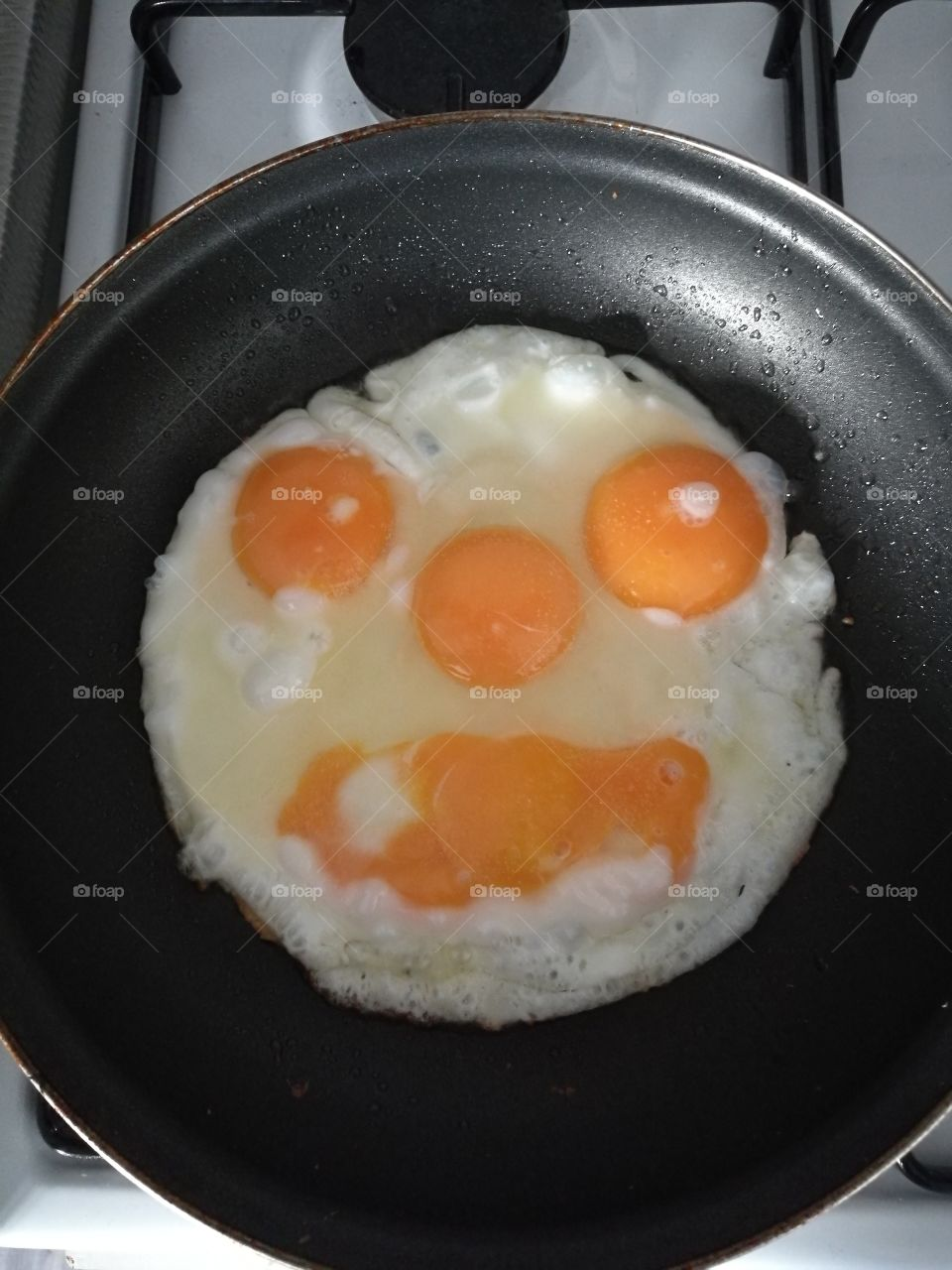 Eggs Creating Face
