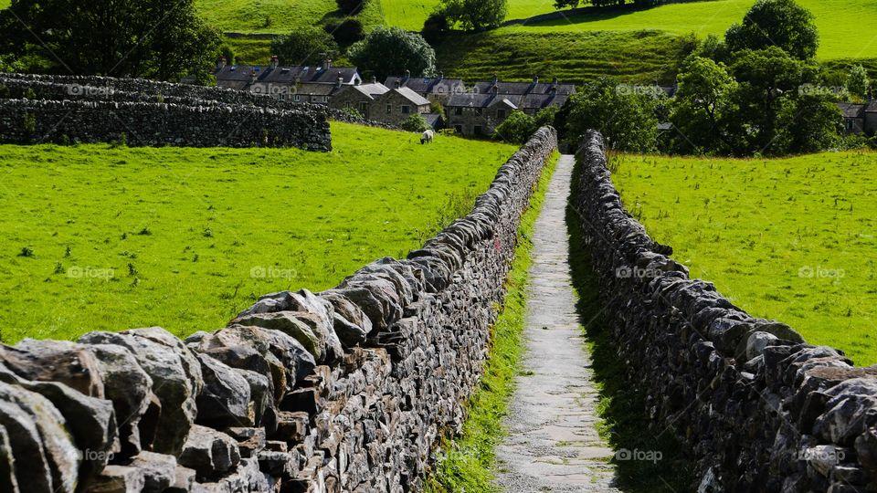 Narrow country path